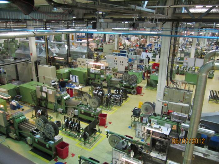 Общий вид цеха производства бритвенных станков Gillette