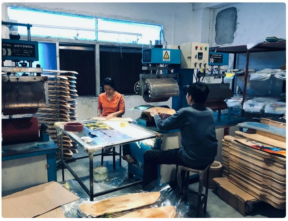 Можно кастомизировать уже готовые изделия или заказать производство с нуля.