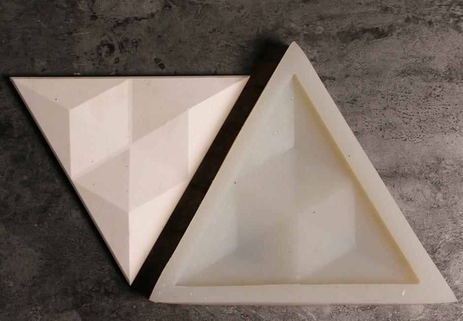 треугольная форма для настенного камня