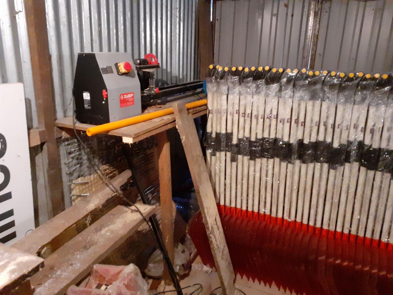 Производство лопат.