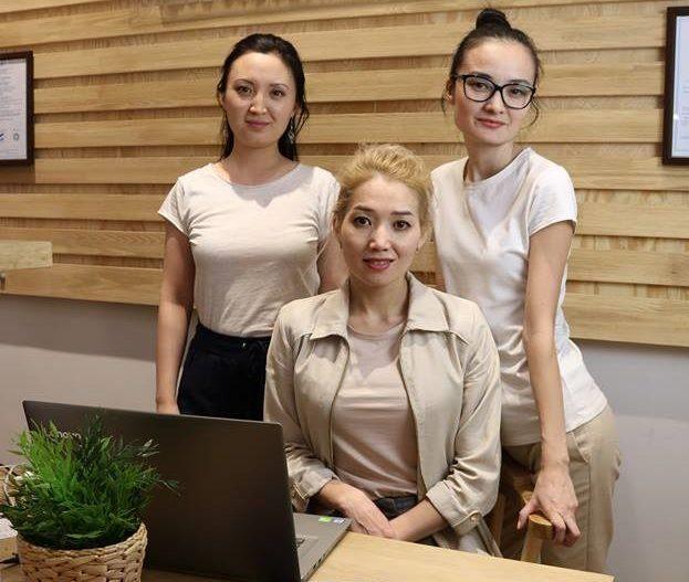 сотрудницы Динары Сулейменовой